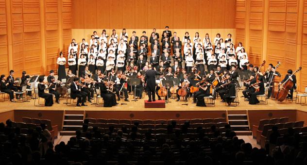 歓喜の歌をホールに響かせた第九演奏会 歓喜の歌をホールに響かせた第九演奏会 一般市民の合唱団によ
